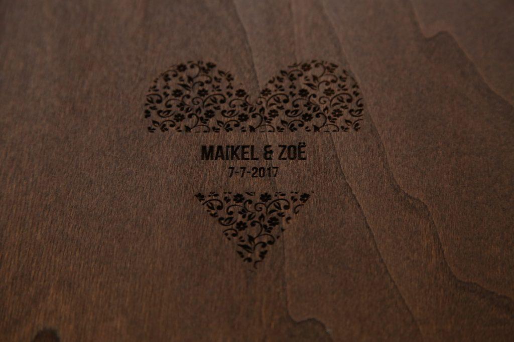 eikenhout met lasergeprint logo
